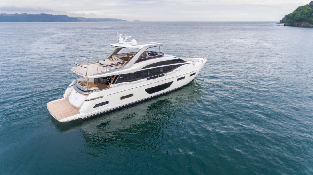 Y85 white hull