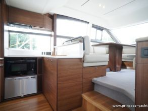 BB2 PRINCESS 49 FLYBRIDGE GALLEY