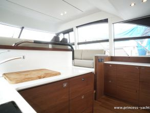 BB7 PRINCESS 49 FLYBRIDGE GALLEY