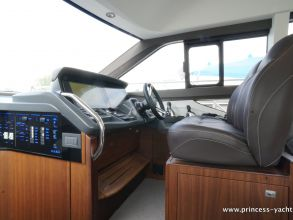 BB8 PRINCESS 49 FLYBRIDGE HELM