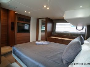 CC1b PRINCESS 49 FLYBRIDGE OWNERSCABIN