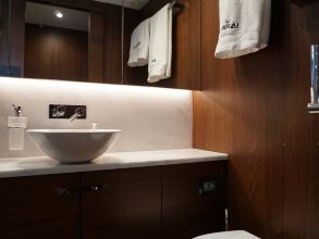 CC1d PRINCESS 49 FLYBRIDGE BATHROOM