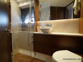 CC2b PRINCESS 49 FLYBRIDGE BATHROOM