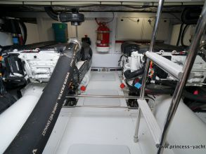 DD2 PRINCESS 49 FLYBRIDGE ENGINE ROOM
