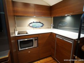 CC3 PRINCESS V39 2015 GALLEY