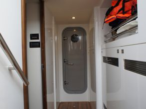 KK1 PRINCESS 72MY 2011 ENGINE ROOM
