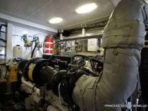 KK3 PRINCESS 72MY 2011 ENGINE ROOM