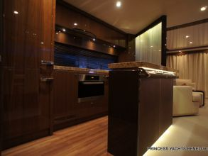 DD2 PRINCESS 72MY 2011 GALLEY