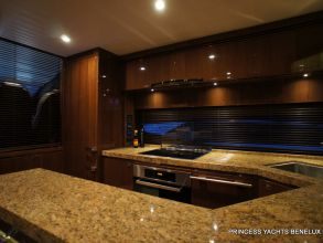 DD3 PRINCESS 72MY 2011 GALLEY