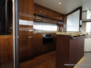DD1 PRINCESS 72MY 2011 GALLEY