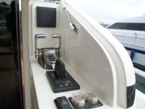 BB2 PRINCESS 72MY 2012 AFTDECK