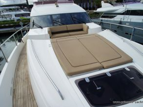 LL1 PRINCESS 72MY 2012 FOREDECK