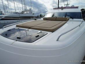 LL2 PRINCESS 72MY 2012 FOREDECK