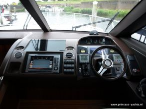 BB7 PRINCESS 60 FLYBRIDGE HELM