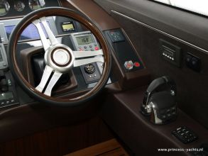 BB8 PRINCESS 60 FLYBRIDGE HELM