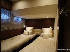 FF1 PRINCESS 60 FLYBRIDGE STB CABIN
